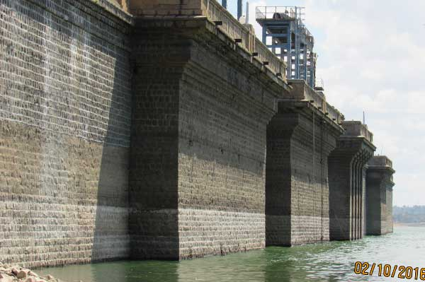 Upstream-Surface-of-Dam